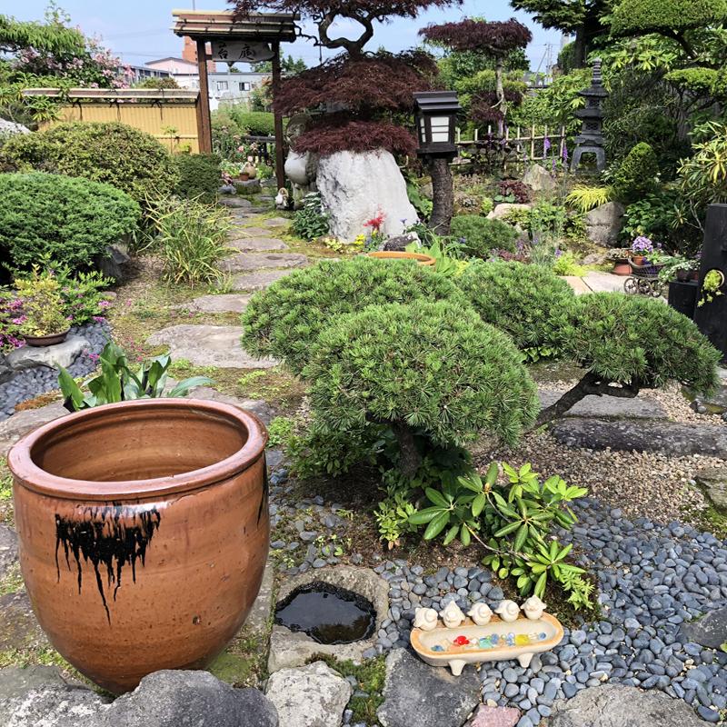 夫婦で作る和洋折衷のお庭